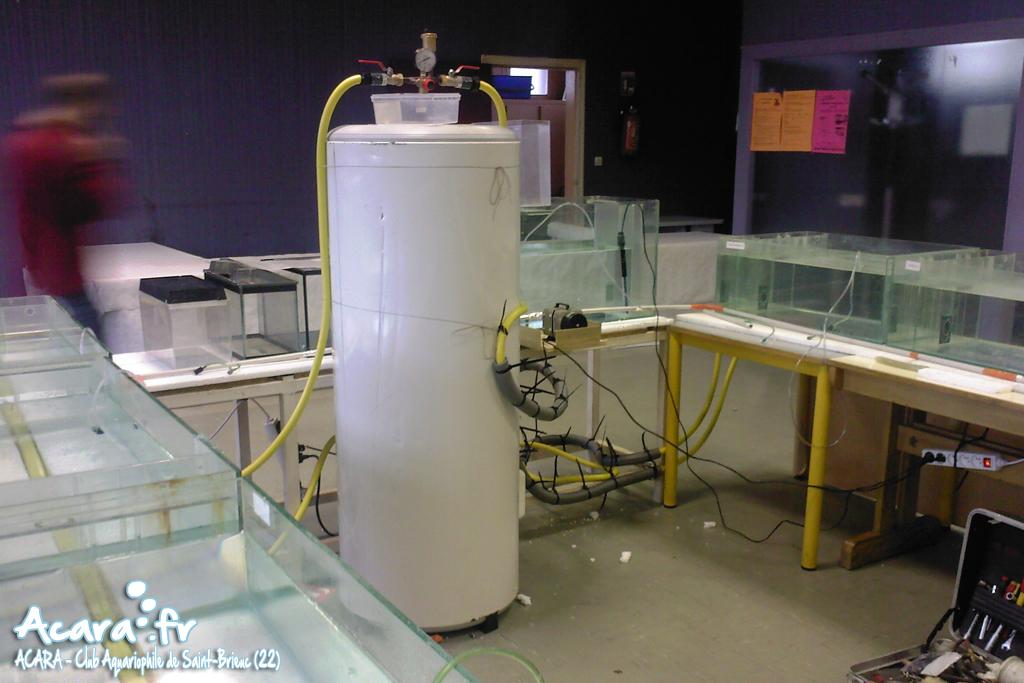 Le ballon d'eau chaude avec son circuit fermé pour le chauffage des bacs